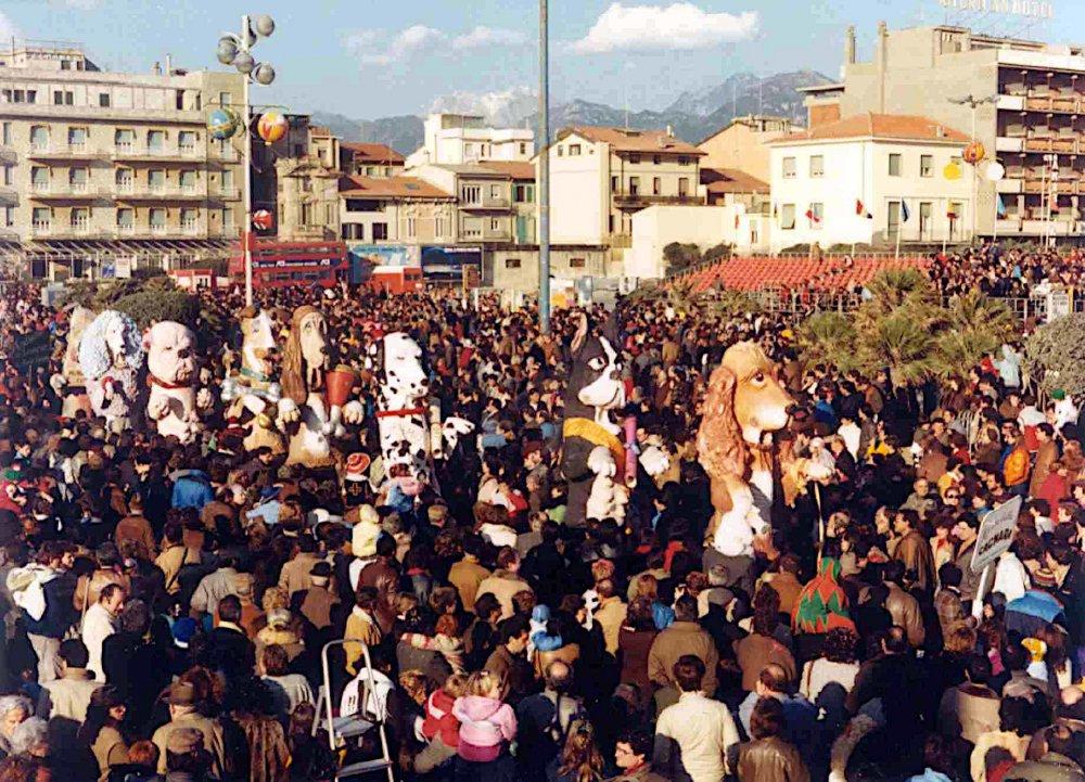 Ma che bella cagnara di Gionata Francesconi - Mascherate di Gruppo - Carnevale di Viareggio 1986