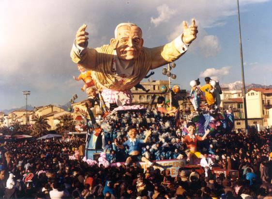 Messaggero di pace di Paolo Lazzari - Carri grandi - Carnevale di Viareggio 1986
