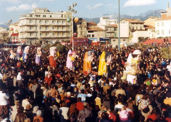 Premete quel bottone di Rossella Disposito - Mascherate di Gruppo - Carnevale di Viareggio 1986