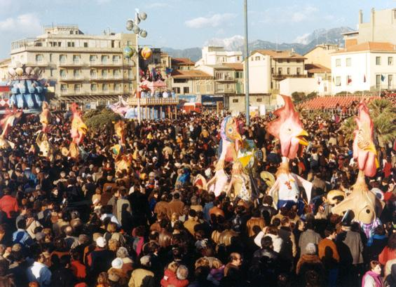 Torna l'estate e arrivano i polli di Laura Canova - Mascherate di Gruppo - Carnevale di Viareggio 1986