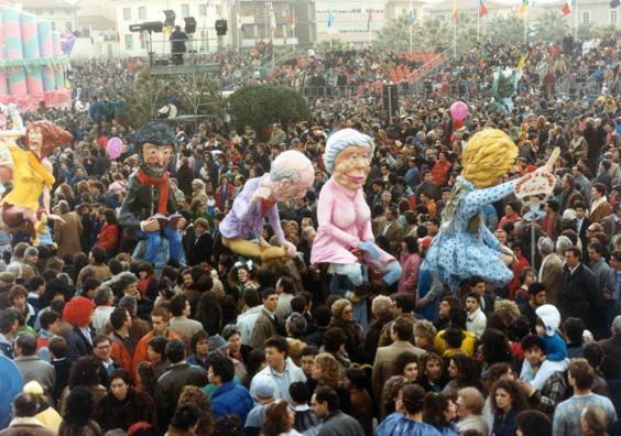 Famiglia a carico di Luigi Miliani e Maria Lami - Mascherate di Gruppo - Carnevale di Viareggio 1987
