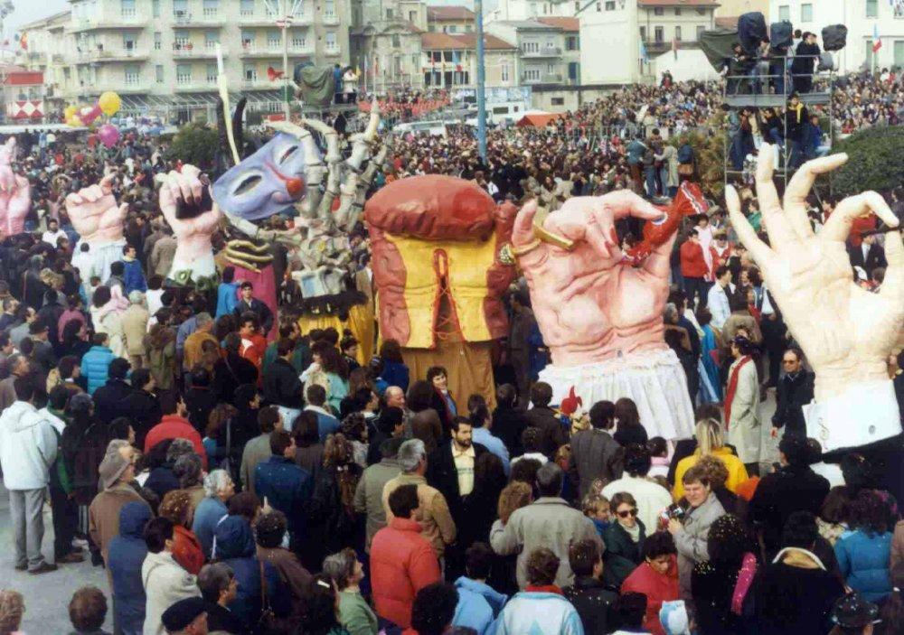 Giochi di mani di Gionata Francesconi - Mascherate di Gruppo - Carnevale di Viareggio 1987