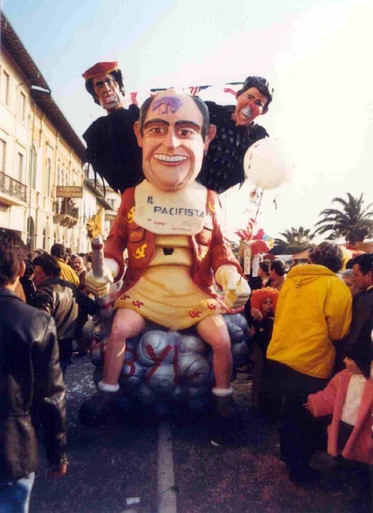 Il pacifista di Roberto Vannucci - Maschere Isolate - Carnevale di Viareggio 1987