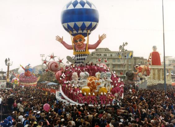 Incontri nel cosmo di Raffaello Giunta - Carri grandi - Carnevale di Viareggio 1987