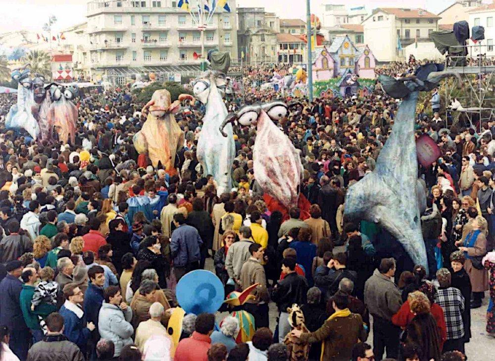 Per chi naso non ne ha di Mariangela Rugani - Mascherate di Gruppo - Carnevale di Viareggio 1987