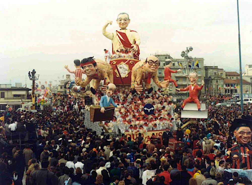 Quo vadis? di Paolo Lazzari - Carri grandi - Carnevale di Viareggio 1987