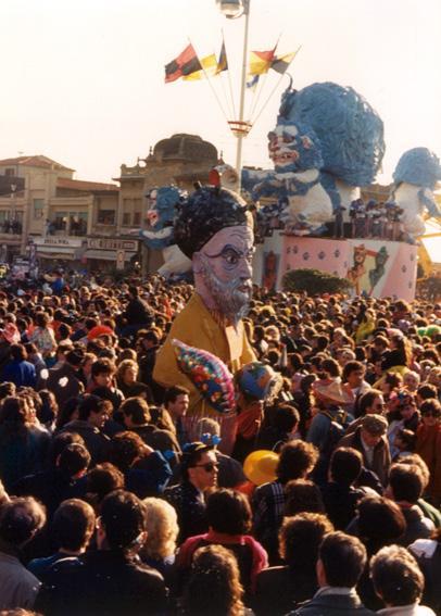 Chi se...mina raccoglie di Giampiero e Jonah Ghiselli - Maschere Isolate - Carnevale di Viareggio 1988