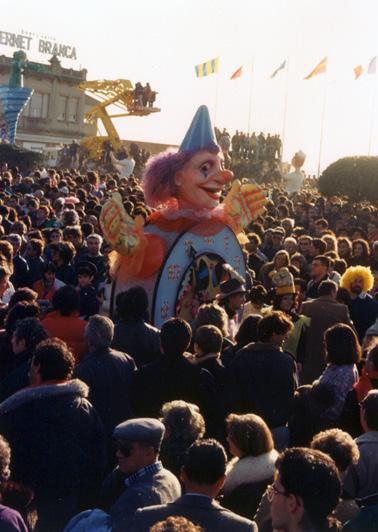 È ora di ridere di Cristina Etna - Maschere Isolate - Carnevale di Viareggio 1988