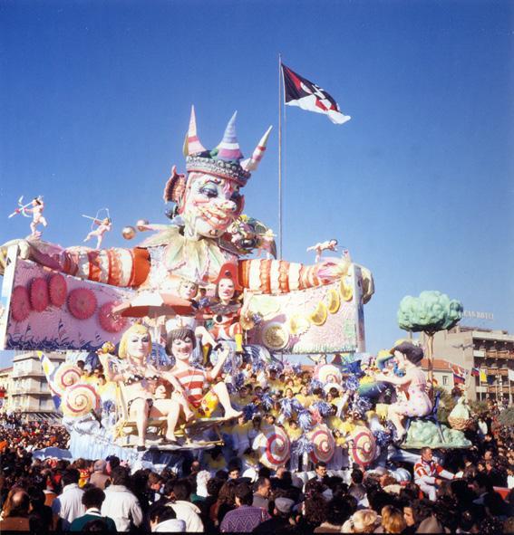 È un nido d'amor di Giulio Palmerini (cons. Nilo Lenci) - Carri grandi - Carnevale di Viareggio 1988