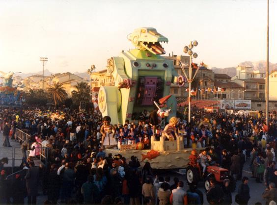 Lasciateci giocare di Mario Neri - Carri piccoli - Carnevale di Viareggio 1988