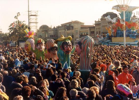 Mascherata in gruppo didattica di Scuola Cartapesta, Rione Varignano - Mascherate di Gruppo - Carnevale di Viareggio 1988