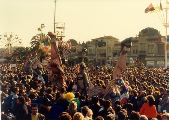 Quando gli occhi di un uomo ti guardano di Mariangela Rugani - Mascherate di Gruppo - Carnevale di Viareggio 1988