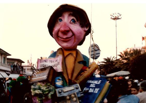 Aiuti al terzo mondo di Amedeo Ceppini - Maschere Isolate - Carnevale di Viareggio 1989