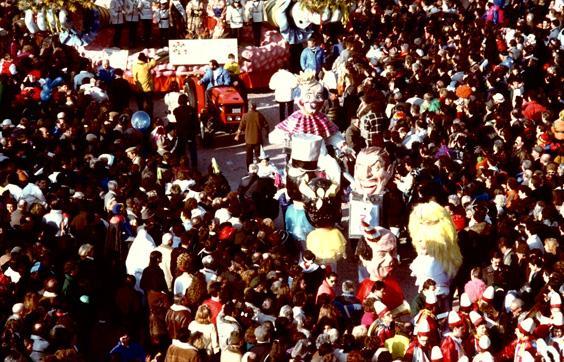 Alla corte di Re carnevale di Carlo Lombardi - Mascherate di Gruppo - Carnevale di Viareggio 1989