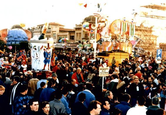 Brindiamo alle maschere di Rione Migliarina - Palio dei Rioni - Carnevale di Viareggio 1989