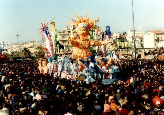 E le stelle stanno a guardare di Piero Farnocchia - Carri piccoli - Carnevale di Viareggio 1989