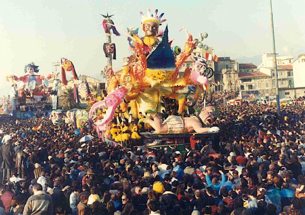Il piatto ride, il piatto piange di Fabrizio Galli - Carri piccoli - Carnevale di Viareggio 1989