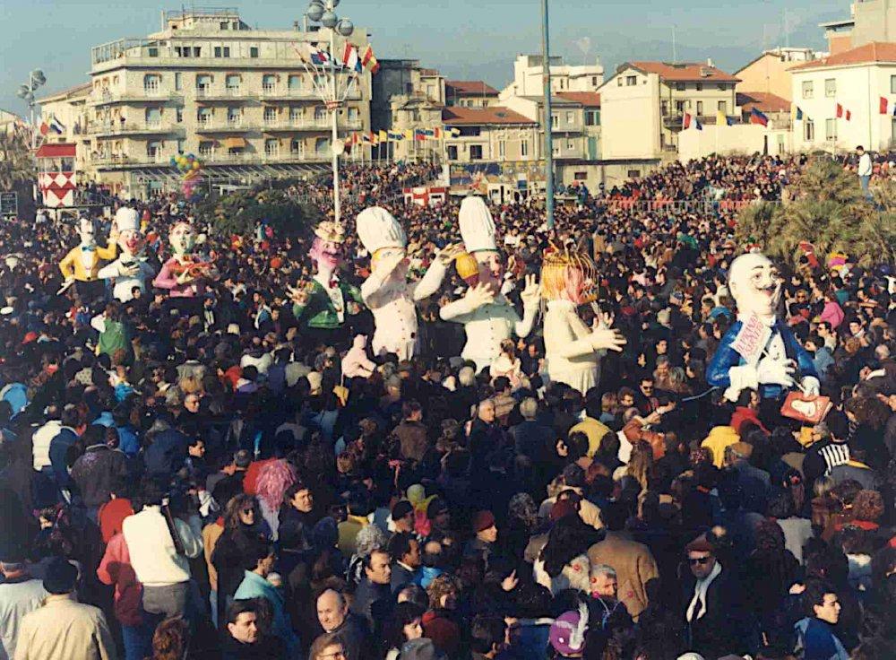 Il pranzo è servito di Rossella Disposito - Mascherate di Gruppo - Carnevale di Viareggio 1989