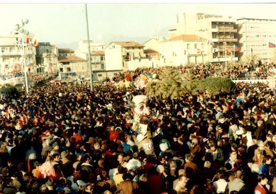 La dea DC di Glauco e Patrizia Dal Pino - Maschere Isolate - Carnevale di Viareggio 1989