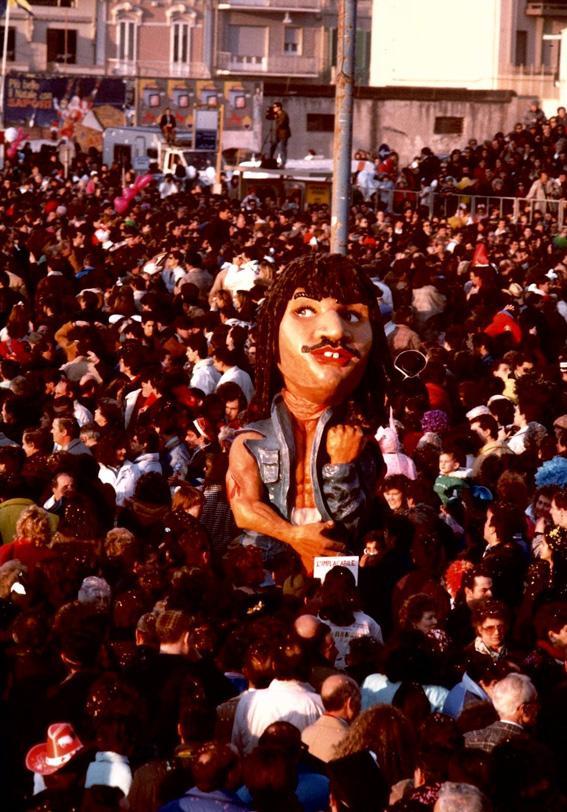 L'implacabile di Luca Pellegrini - Maschere Isolate - Carnevale di Viareggio 1989