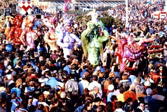L'ultima tentazione di Emilio Cinquini - Mascherate di Gruppo - Carnevale di Viareggio 1989