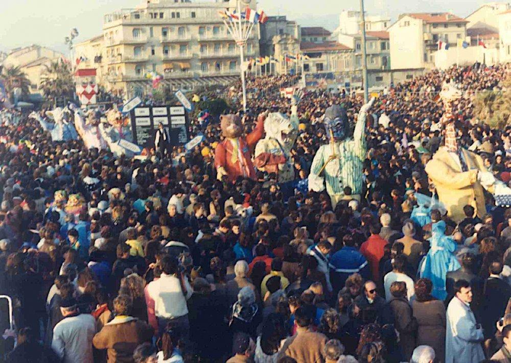 Nella nuova fattoria di Umberto Cinquini - Mascherate di Gruppo - Carnevale di Viareggio 1989