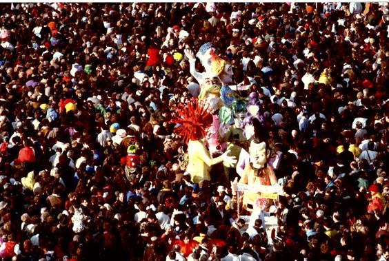 Scolpisci i tuoi capelli di Luigi Miliani e Maria Lami - Mascherate di Gruppo - Carnevale di Viareggio 1989