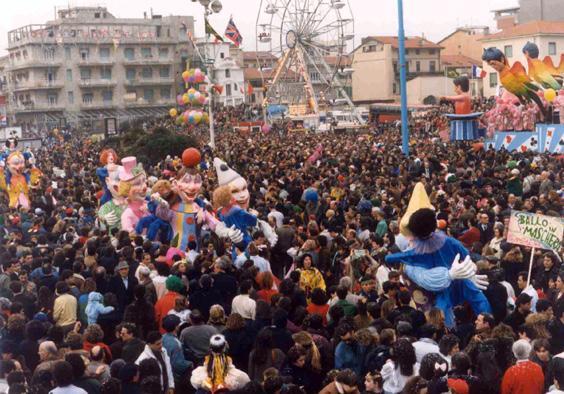 Ballo in maschera di Marzia Etna - Mascherate di Gruppo - Carnevale di Viareggio 1990