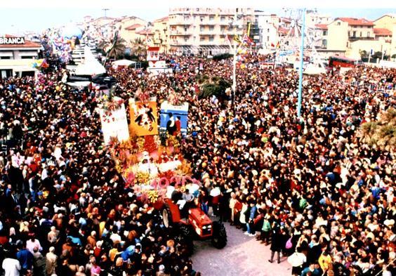 Carro dei fiori di Roberto Patalano - Fuori Concorso - Carnevale di Viareggio 1990