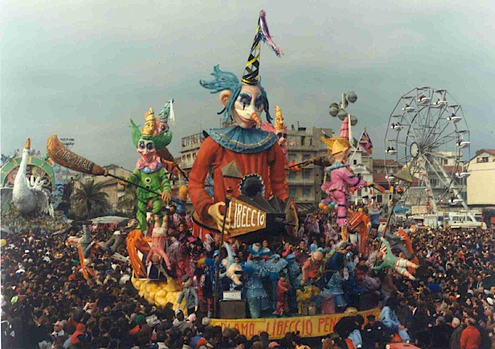 Diamo al libeccio pensieri e noia di Piero Farnocchia - Carri piccoli - Carnevale di Viareggio 1990