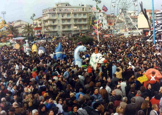 E voi? Che pesci siete? di Massimo Breschi - Mascherate di Gruppo - Carnevale di Viareggio 1990