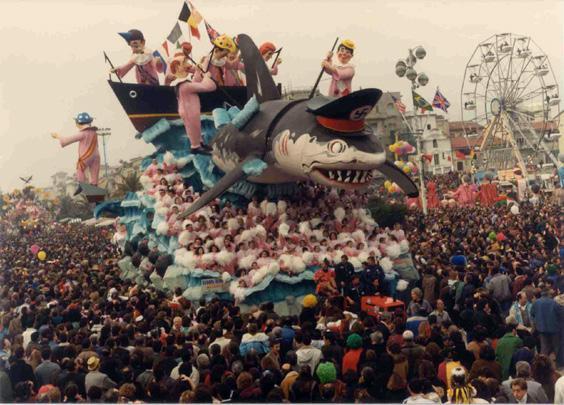 Europa, Europa attenta di Paolo Lazzari - Carri grandi - Carnevale di Viareggio 1990