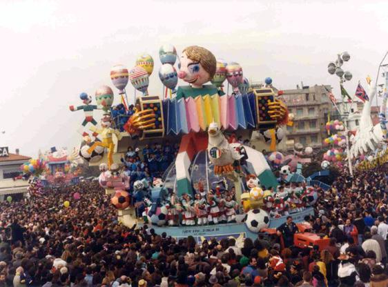 I veri... eroi di Italia 90 di Renato Verlanti - Carri grandi - Carnevale di Viareggio 1990