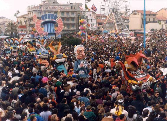 Il traffico e lo spacciatore di Piero Ghilarducci - Mascherate di Gruppo - Carnevale di Viareggio 1990