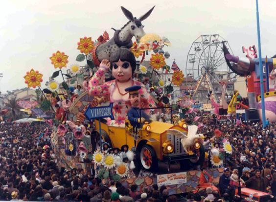 La sora Rosa in imbarazzo di Michele Canova (cons. Davino Barsella) - Carri piccoli - Carnevale di Viareggio 1990