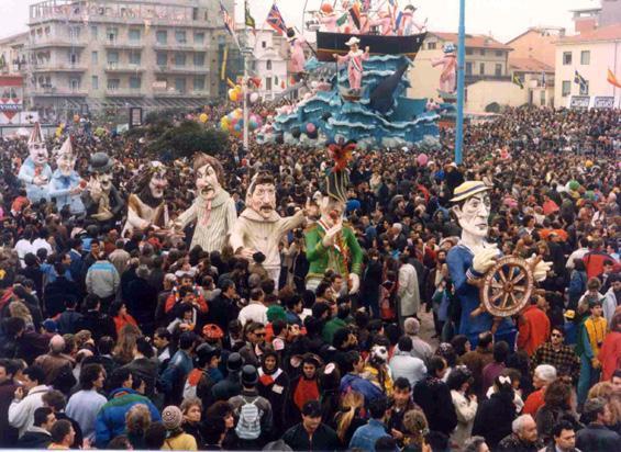 Le maschere della risata di Adolfo Milazzo - Mascherate di Gruppo - Carnevale di Viareggio 1990