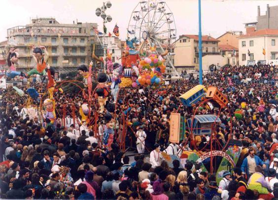 Lo sculacciabuchi di Luigi Miliani e Maria Lami - Complessi mascherati - Carnevale di Viareggio 1990