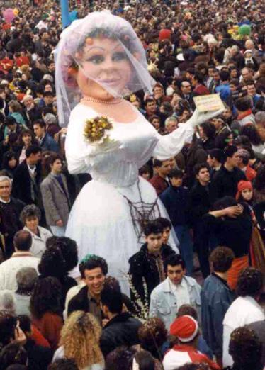 Lo sposo disse: Cara torno subito di Alessandro Maltana - Maschere Isolate - Carnevale di Viareggio 1990
