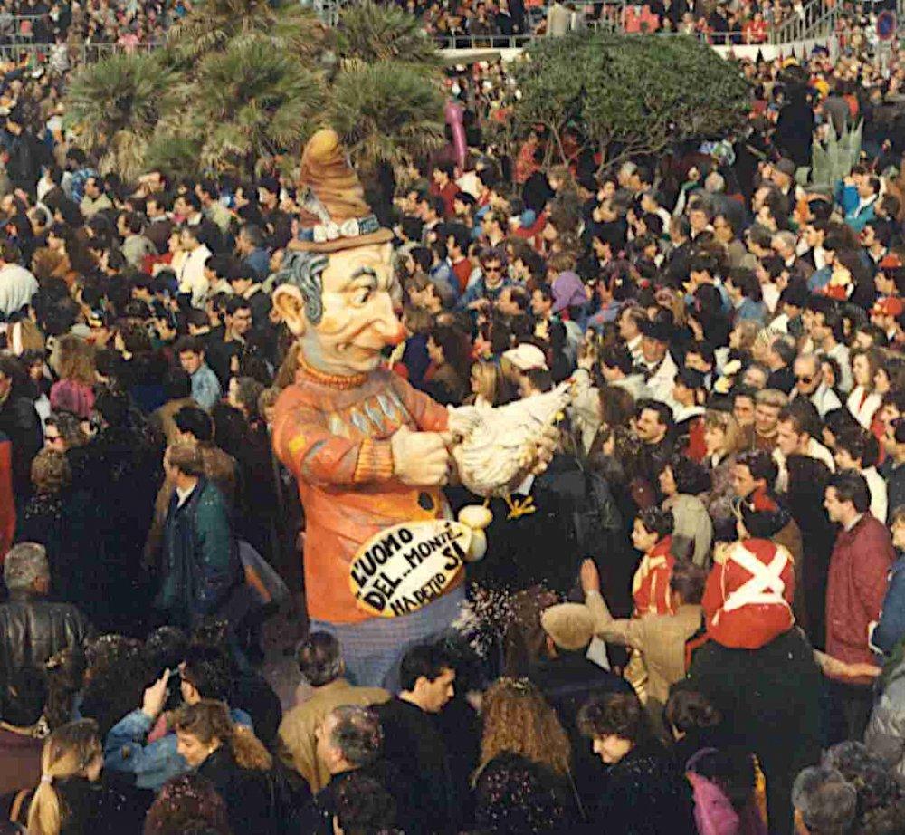 L'uomo del... monte ha detto sì di Luciano Tomei - Maschere Isolate - Carnevale di Viareggio 1990