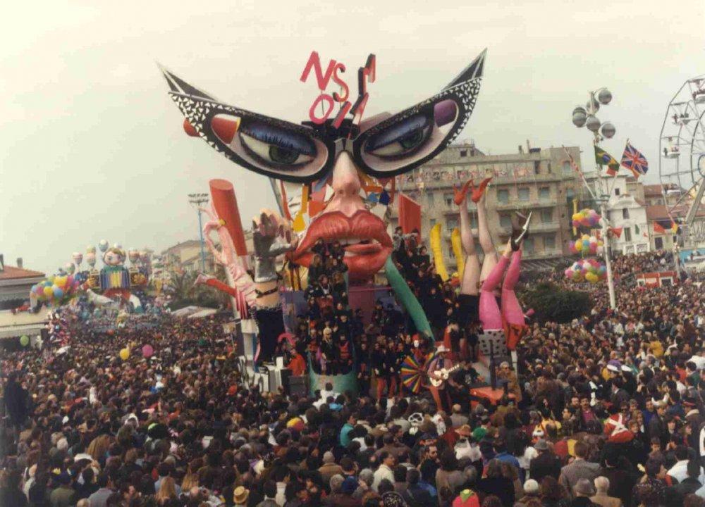 Non sono più mia di Gionata Francesconi - Carri piccoli - Carnevale di Viareggio 1990