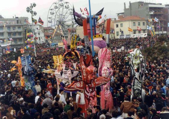 Nuovi idoli di Rossella Disposito - Mascherate di Gruppo - Carnevale di Viareggio 1990
