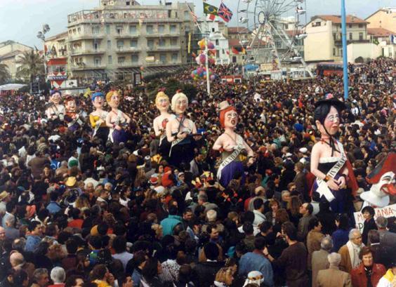 Parata di miss di Carlo e Giorgio Bomberini - Mascherate di Gruppo - Carnevale di Viareggio 1990