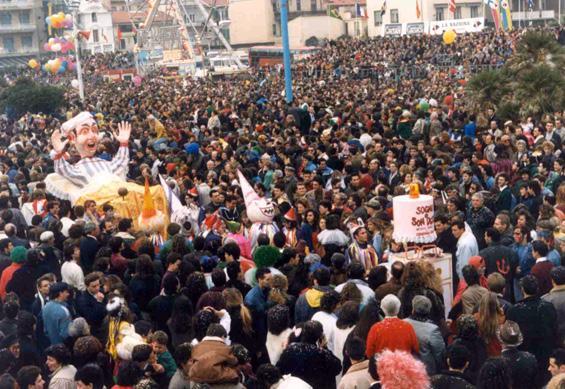 Sogno o son desto? di Cristina Etna - Maschere Isolate - Carnevale di Viareggio 1990