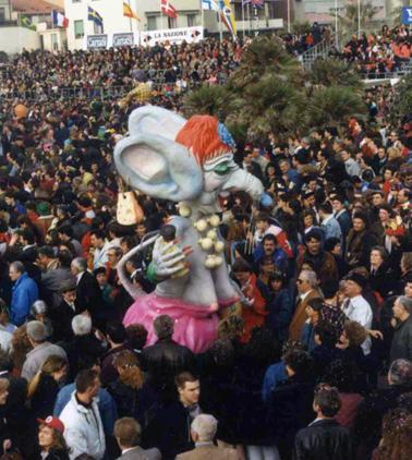 Top... model di Alfredo Ricci - Maschere Isolate - Carnevale di Viareggio 1990