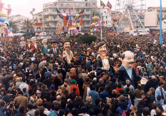 Una mascherata con i baffi di Marco Dolfi - Mascherate di Gruppo - Carnevale di Viareggio 1990