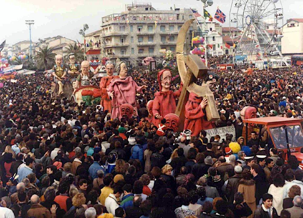 Una via crucis di Emilio Cinquini - Complessi mascherati - Carnevale di Viareggio 1990