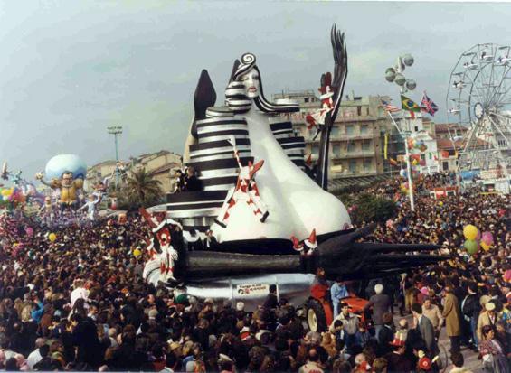 Viareggio ha in seno un carnevale di Mariangela Rugani - Fuori Concorso - Carnevale di Viareggio 1990